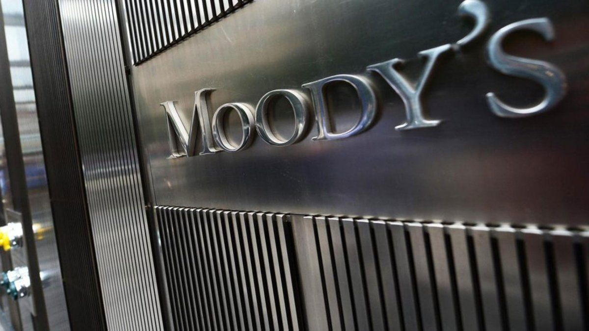 Moodys proyecta caída de consumo y más desempleo para 2020