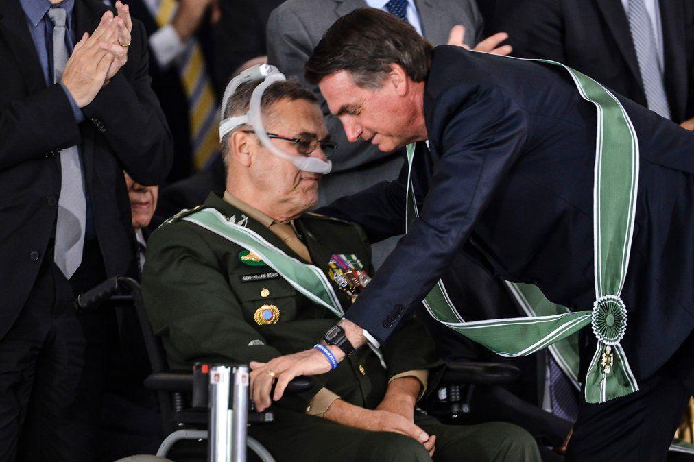 General Villa Boas junto a Jair Bolsonaro.