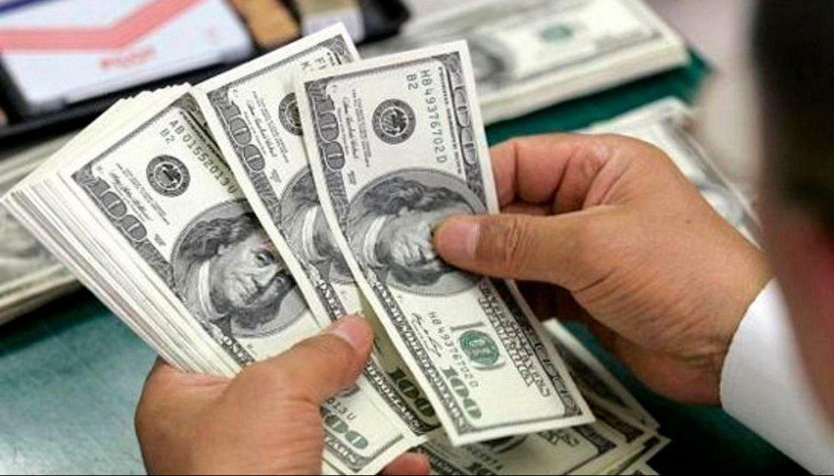 El dólar blue superó el techo de los $70