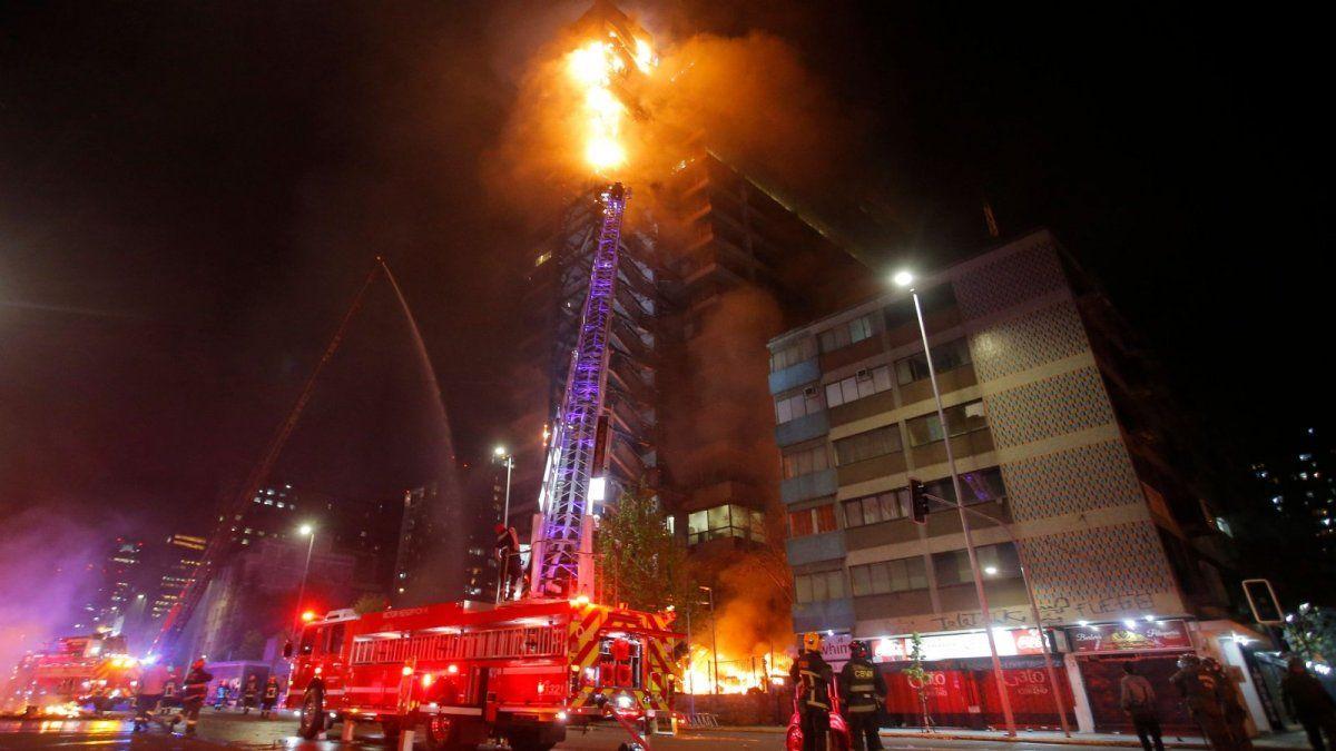 Incendiaron el edificio de una empresa de energía eléctrica