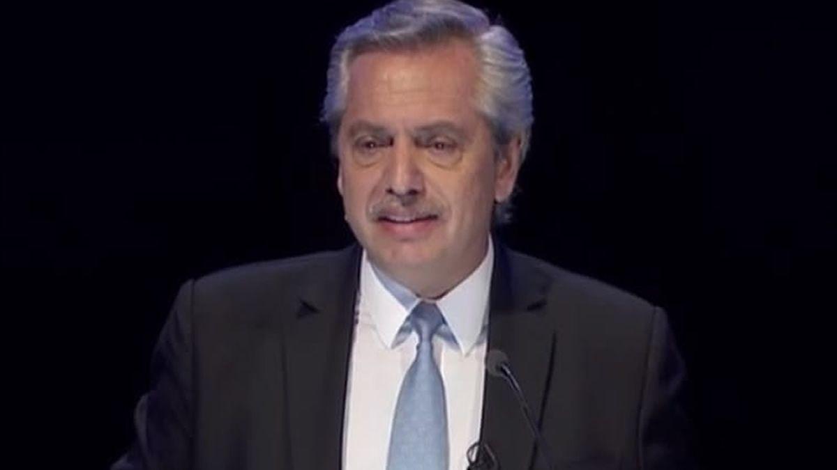 Primera respuesta del debate: Alberto Fernández cruzó a Mauricio Macri y le habló de los índices