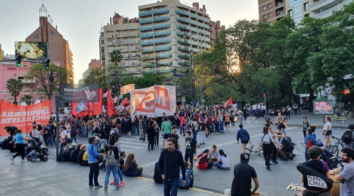 Chilenos en Córdoba salieron a las calles en repudio