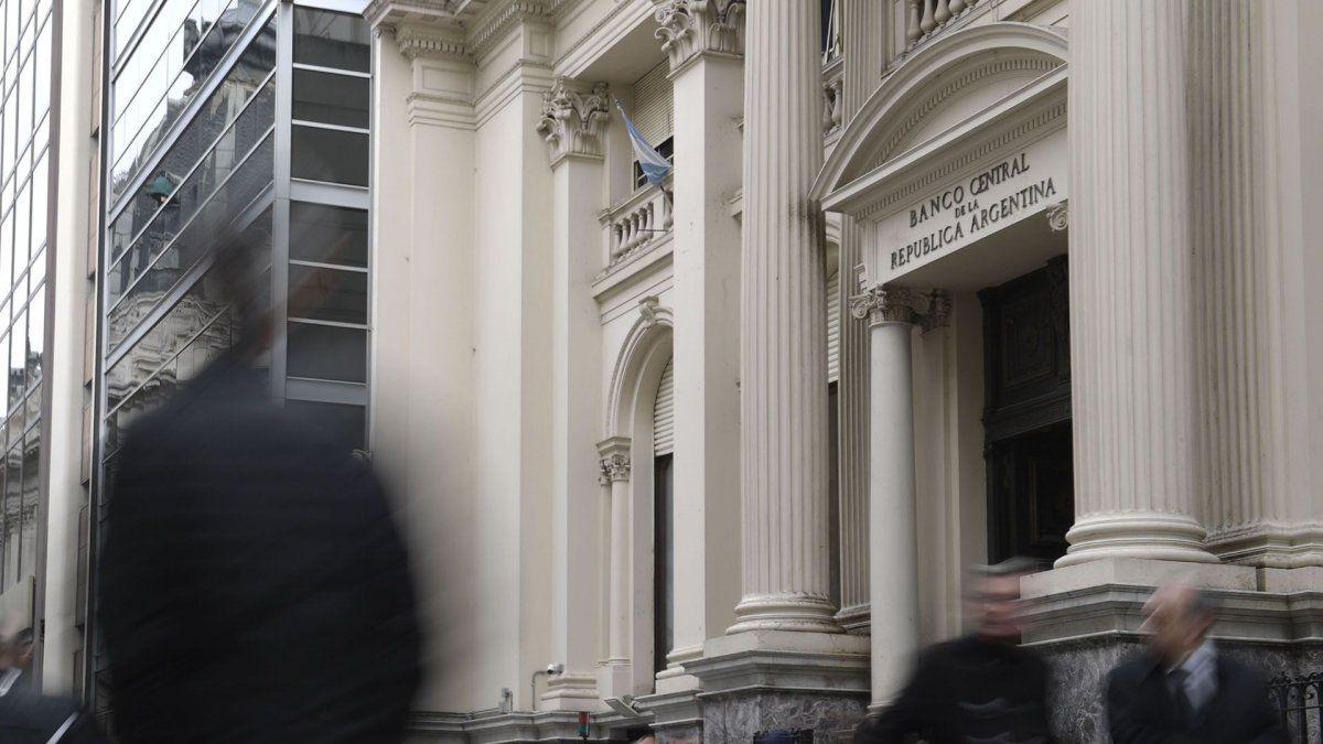 Para controlar el dólar, el BCRA vendió unos u$s300 millones