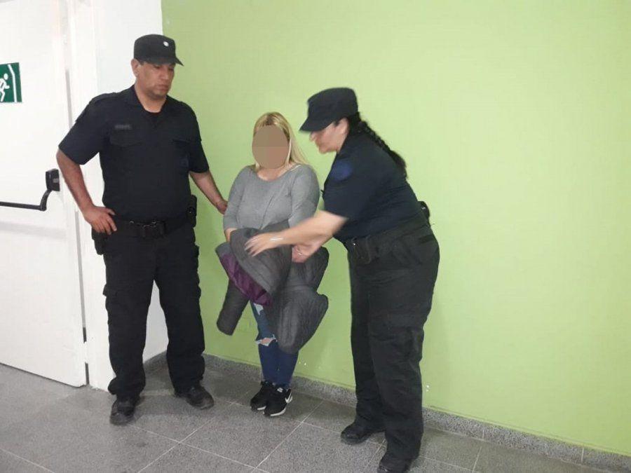Estafadora fue detenida en la terminal por la Policía Federal