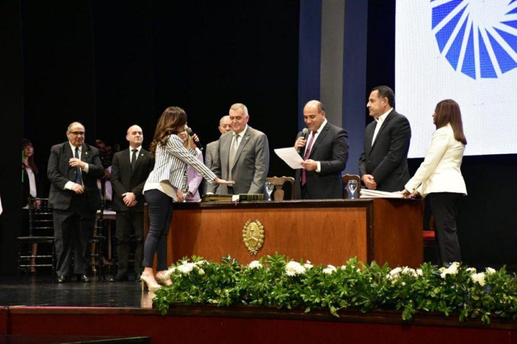El gobernador Manzur encabezó la jura de ministros