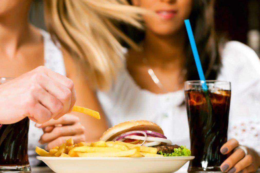 Argentina lidera el consumo de bebidas azucaradas y galletitas en la región