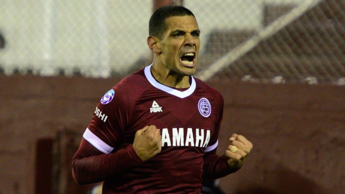 Lanús venció 2 a 1 a Boca en La Fortaleza
