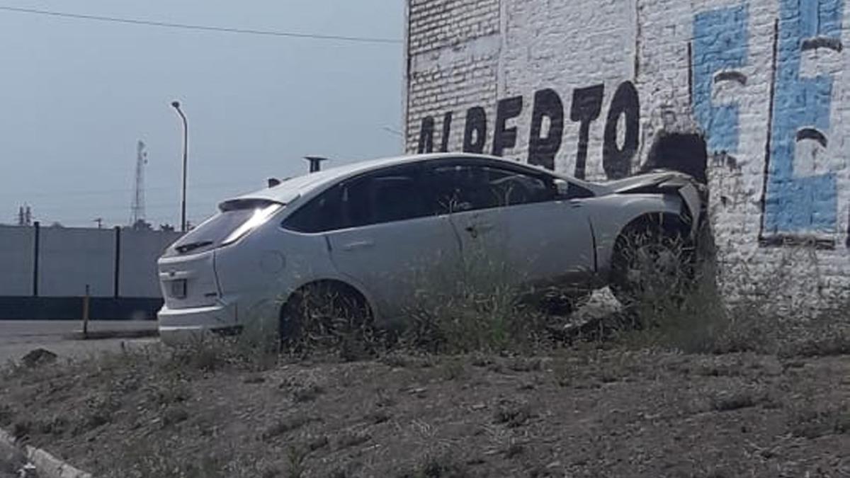 Un auto se estrelló contra un hotel alojamiento