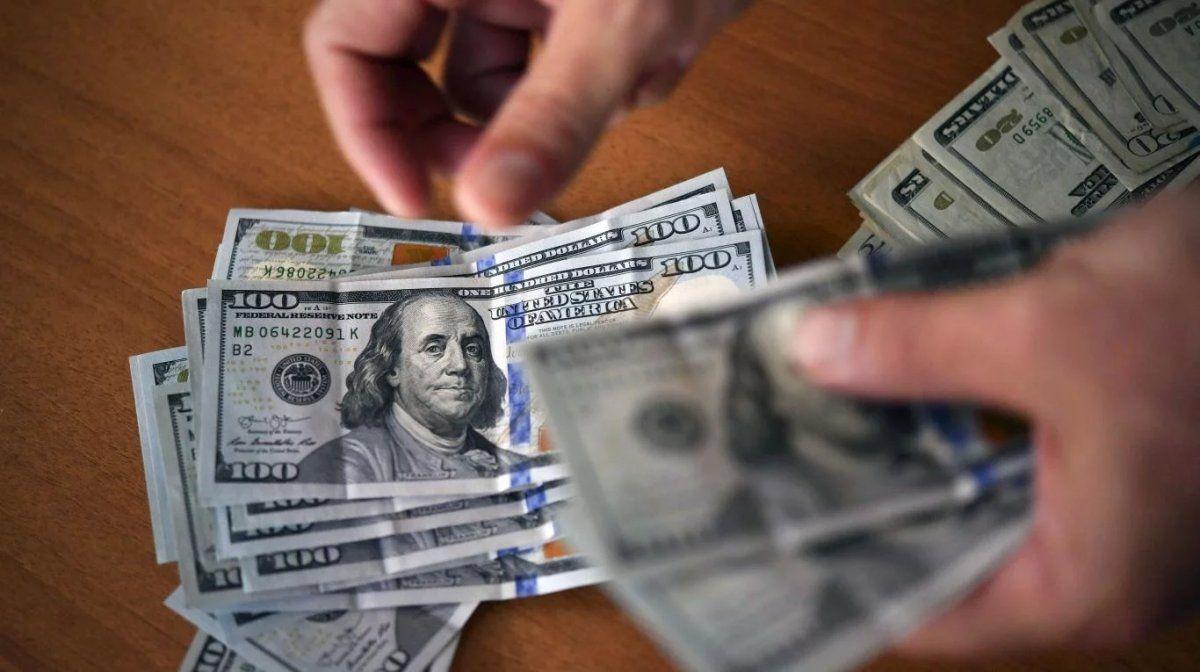 En la primera semana el dólar cayó $1,65