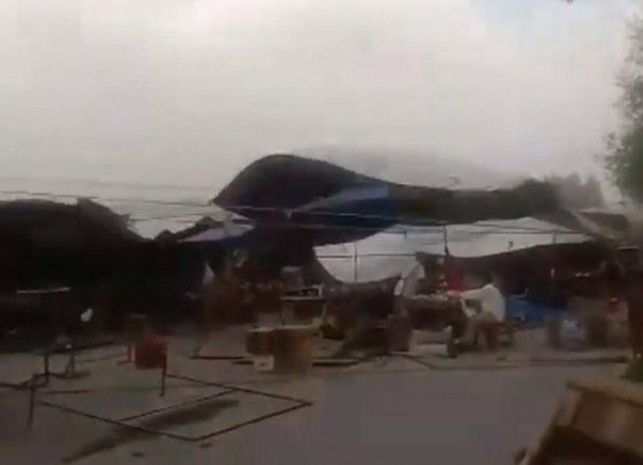 El viento causó daños en la Feria de Simoca