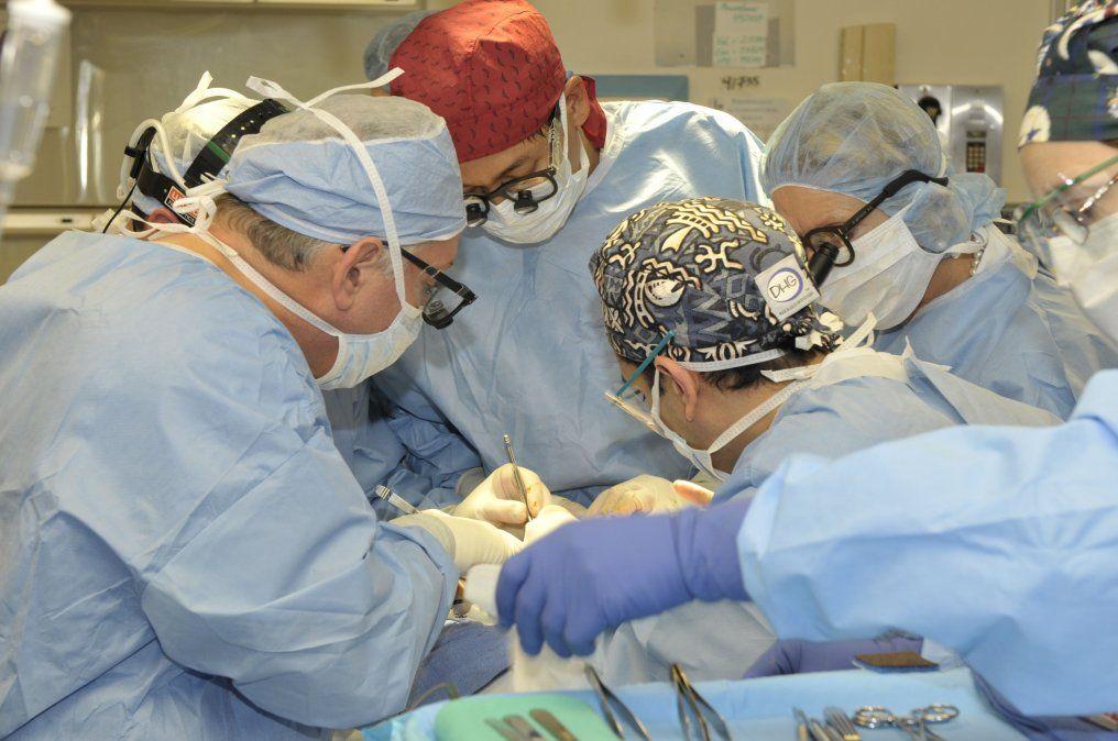 La lucha por terminar su transformación con una operación de reafirmación