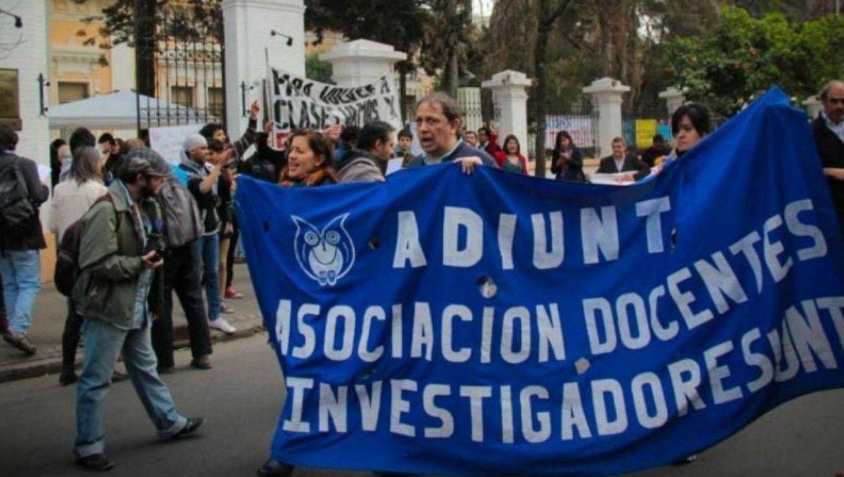 Docentes universitarios de Tucumán se suman al paro nacional