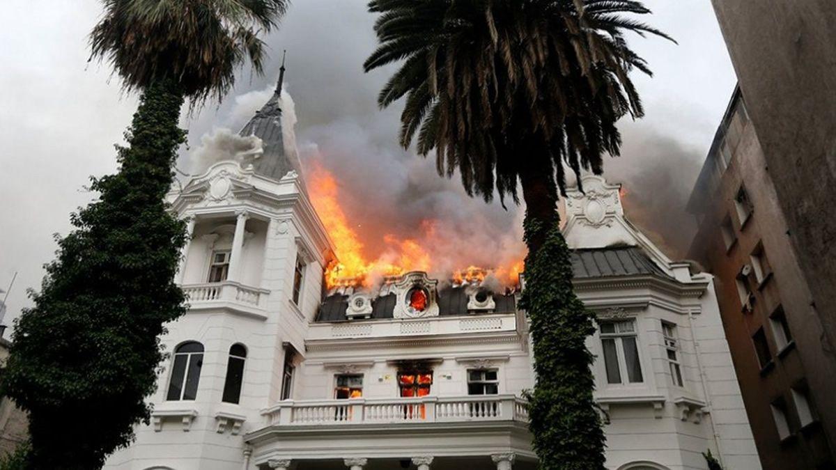 Tensión y nuevos incidentes: incendio en el edificio de una universidad