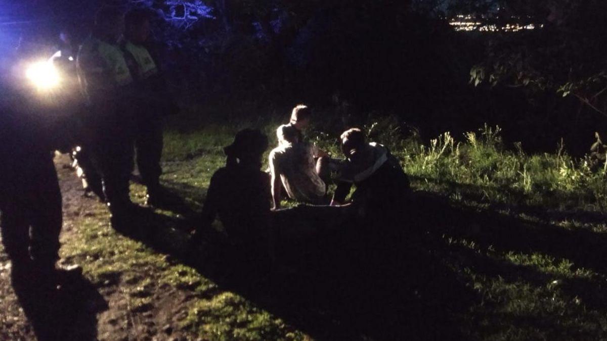 Un auto cayó al precipicio cuando bajaba desde San Javier