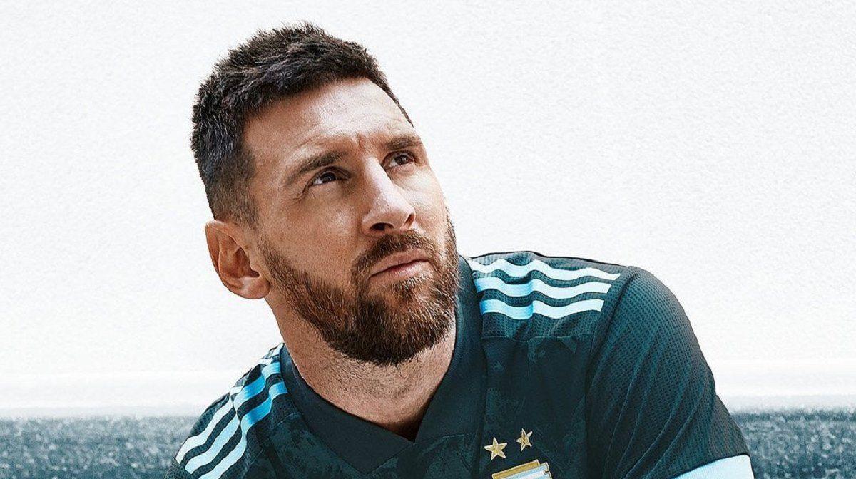 Messi volvió a la Selección y posó con camiseta nueva