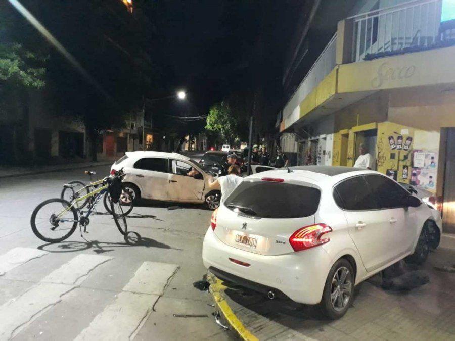 Choque entre dos autos en 24 de Septiembre y Catamarca
