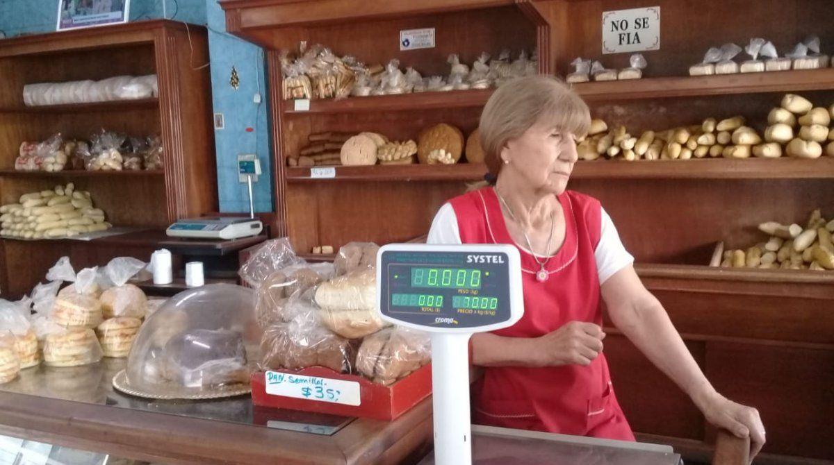 Pagó cada centavo de una deuda de dos décadas a una panadería