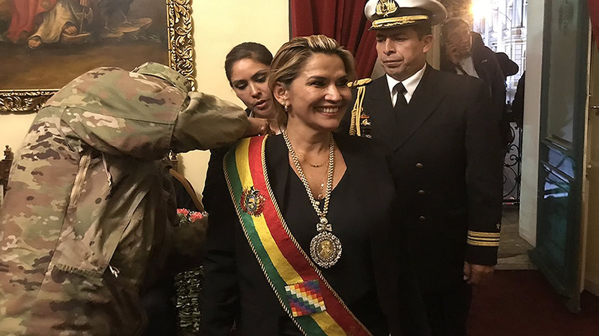 La senadora Jeanine Áñez se proclamó presidenta interina de Bolivia