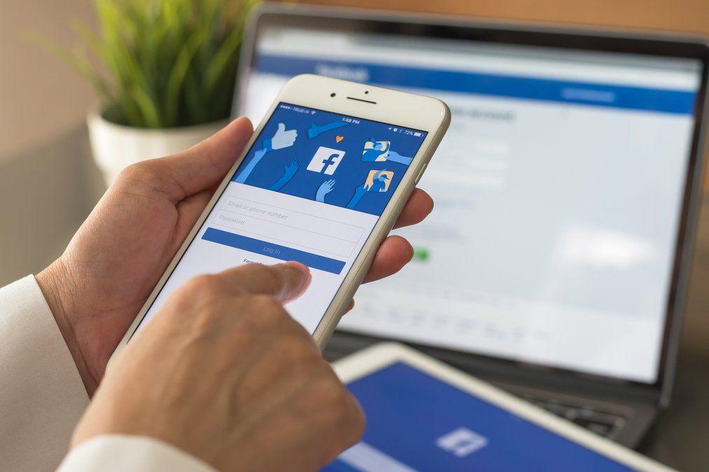 Facebook activaba la cámara en segundo plano en los iPhone