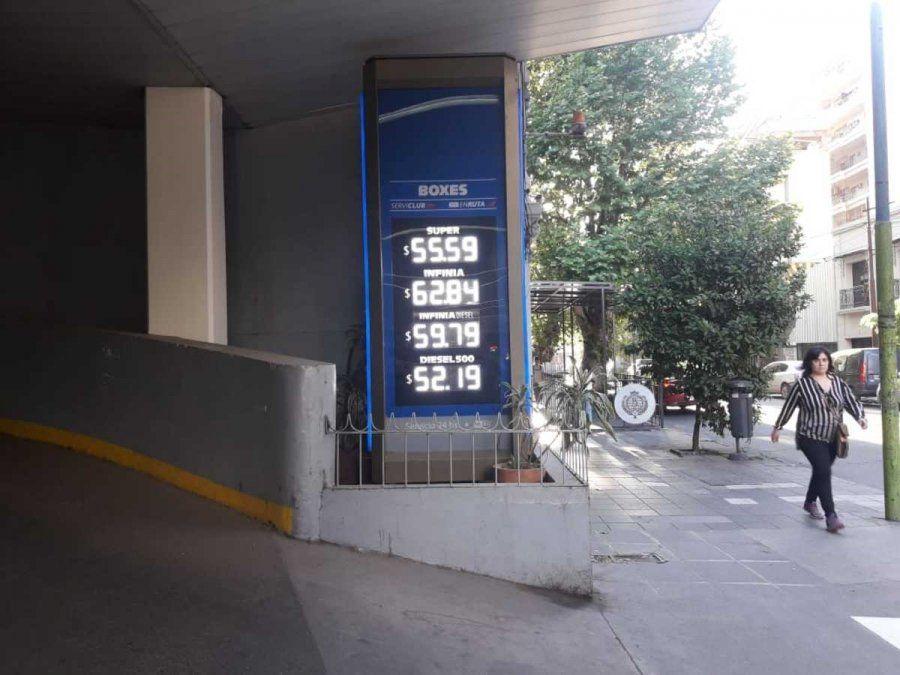 Rige una nueva suba y el litro de nafta súper en Tucumán se ubica en $55,59