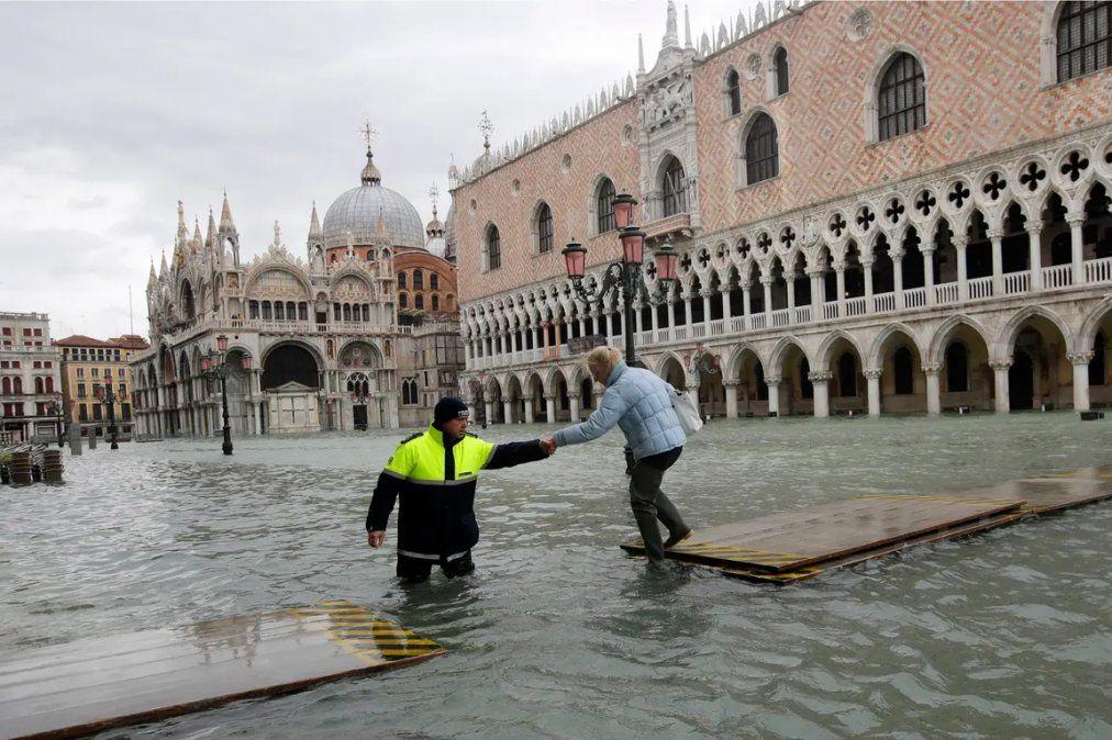 Venecia volvió a inundarse y la marea sigue creciendo