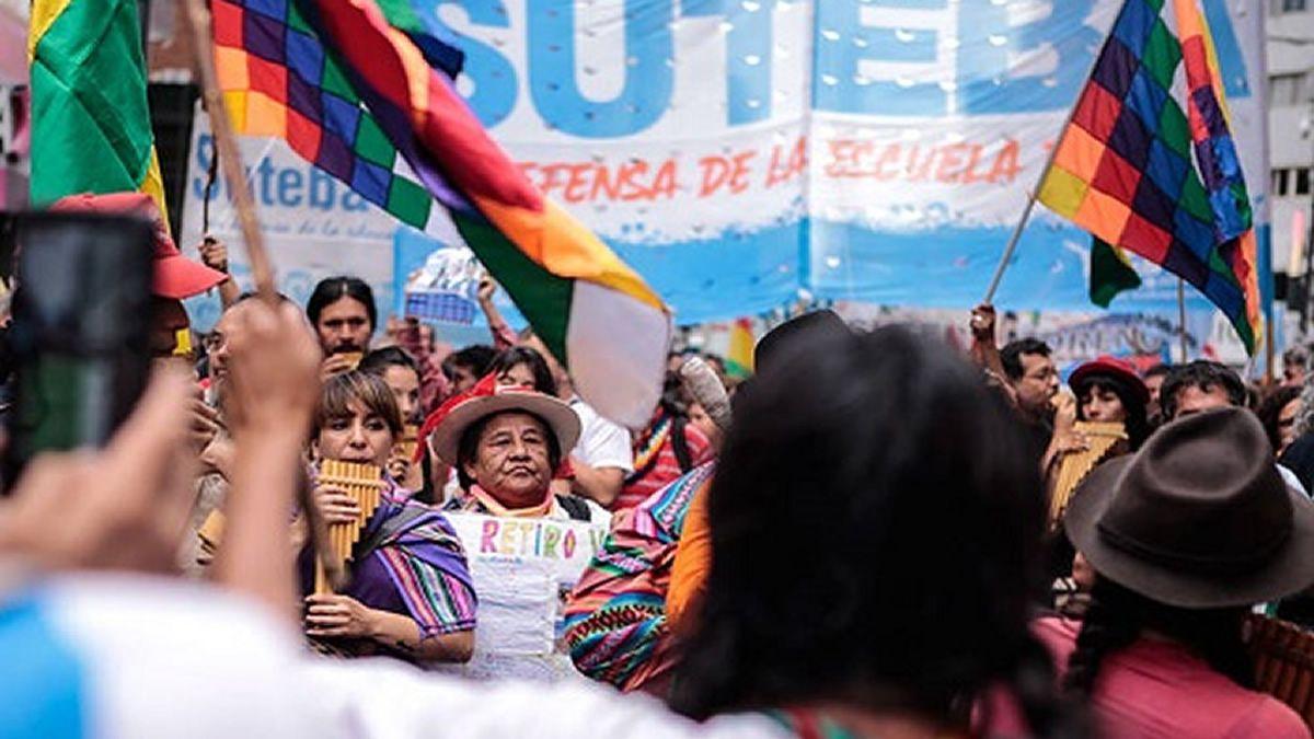 Marchan a Plaza de Mayo en repudio al golpe de Estado en Bolivia
