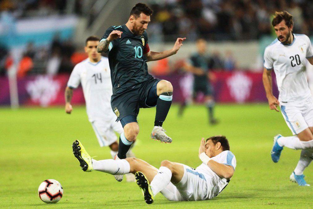 La Selección Argentina cerró el año empatando 2 a 2 con Uruguay