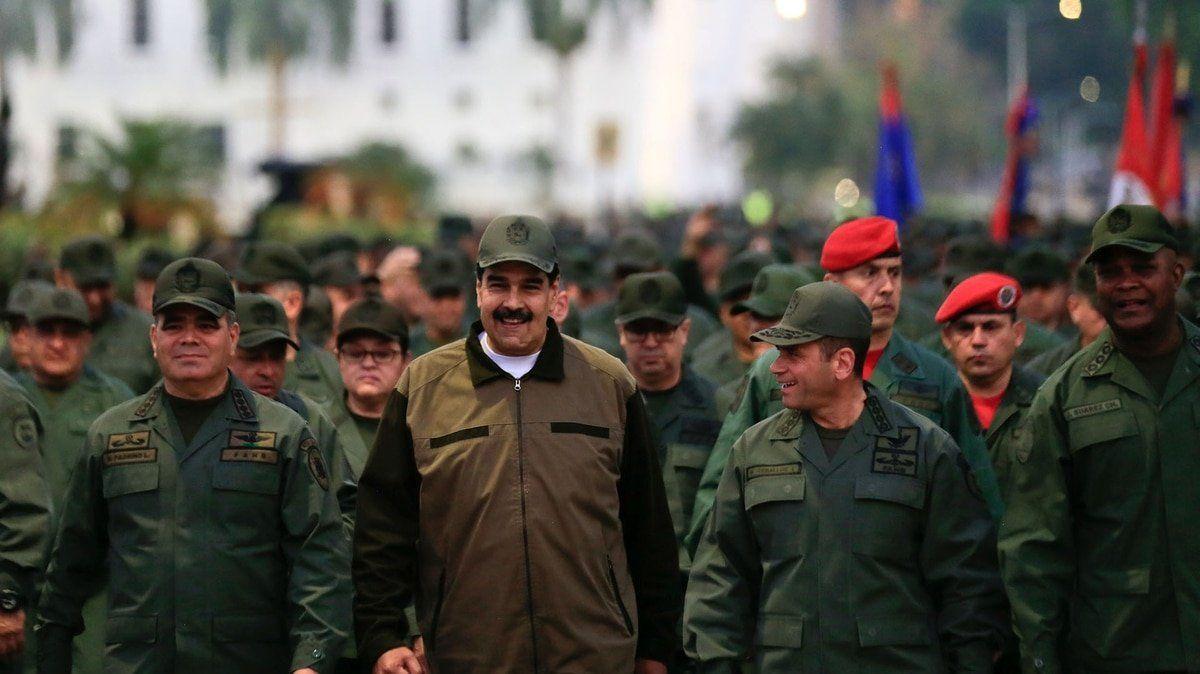 Maduro ordenó que vigilen los comandos y prohibió la entrada de oficiales retirados