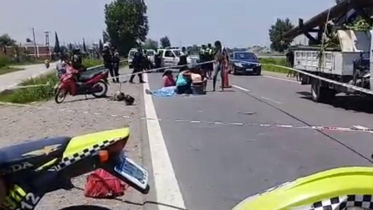 Un camión arremetió a una motocicleta
