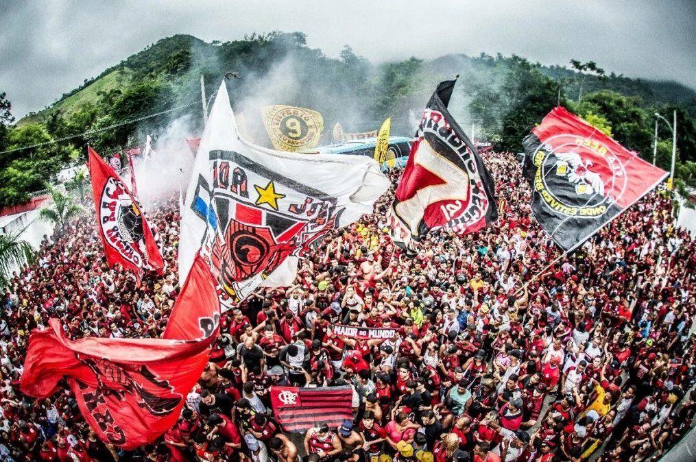 Los hinchas de Flamengo despidieron al plantel