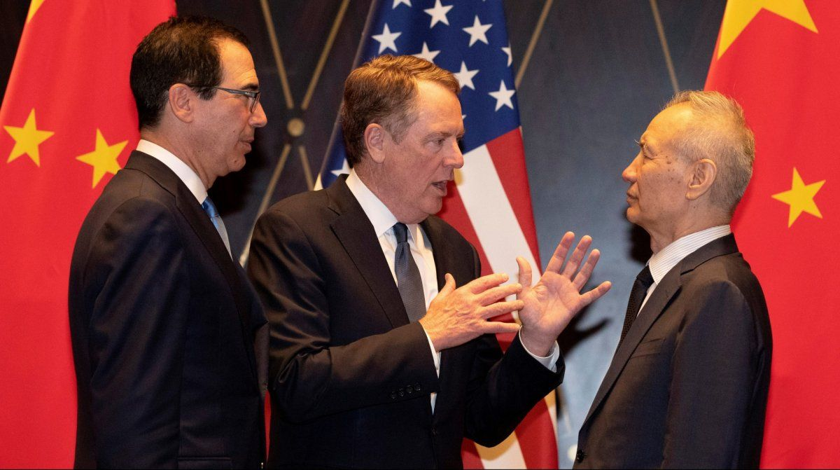 Los líderes de los equipos negociadores de EEUU y China discuten en Shanghái