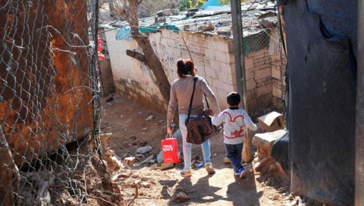 Con cuánto superaría la línea de la pobreza una familia tipo
