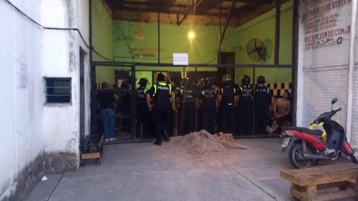 Los presos piden ser trasladados.