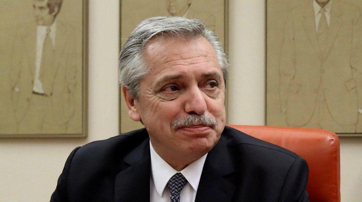 Fernández analiza un aumento de emergencia en salarios