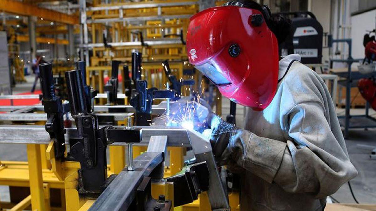 La industria metalúrgica lleva 18 meses de caída