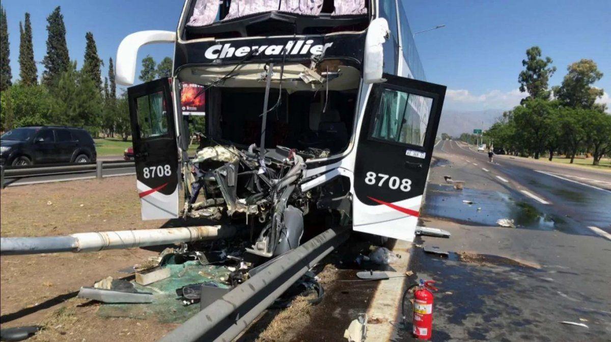 Nuevo accidente en la ruta con un micro de pasajeros