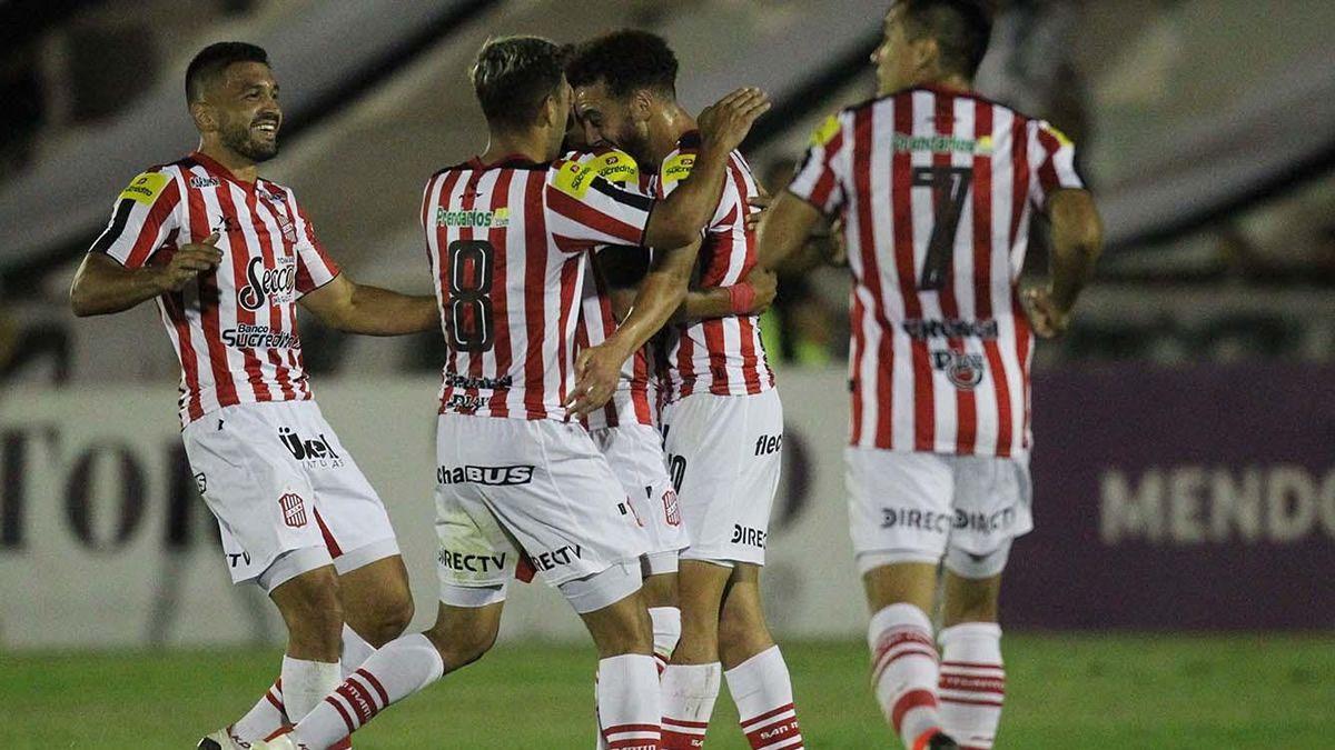 El Santo le ganó 3 a 0 a Gimnasia en Mendoza