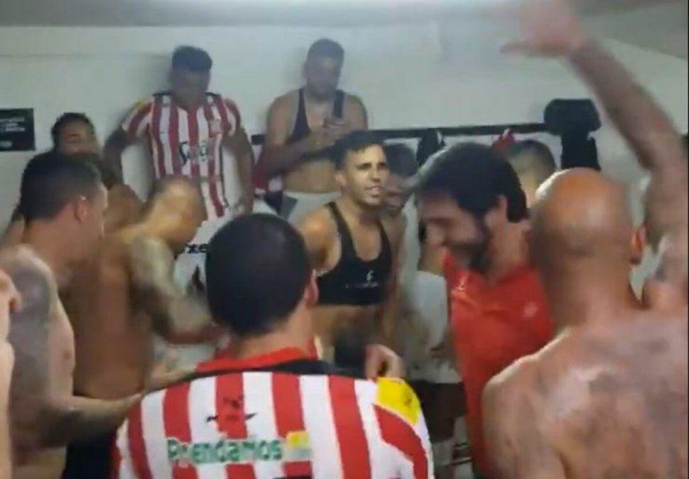 La felicidad en el vestuario Santo tras la victoria en Mendoza