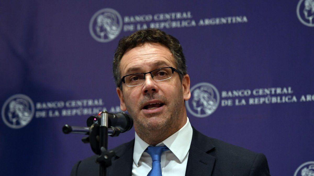El Banco Central emitió casi $ 300.000 millones en un mes