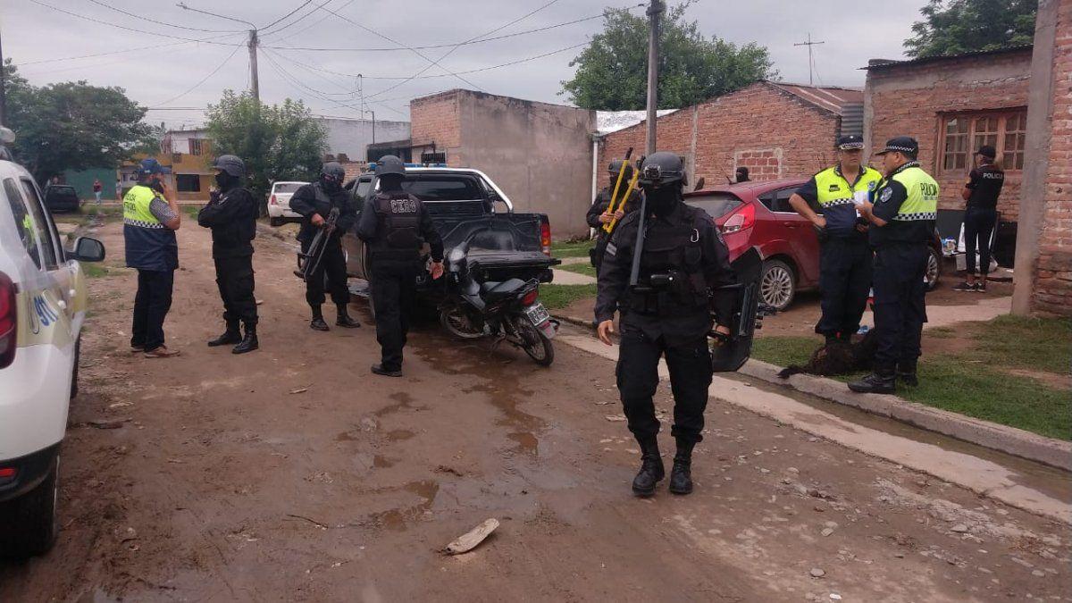 Diez personas detenidas y secuestro de armas y drogas