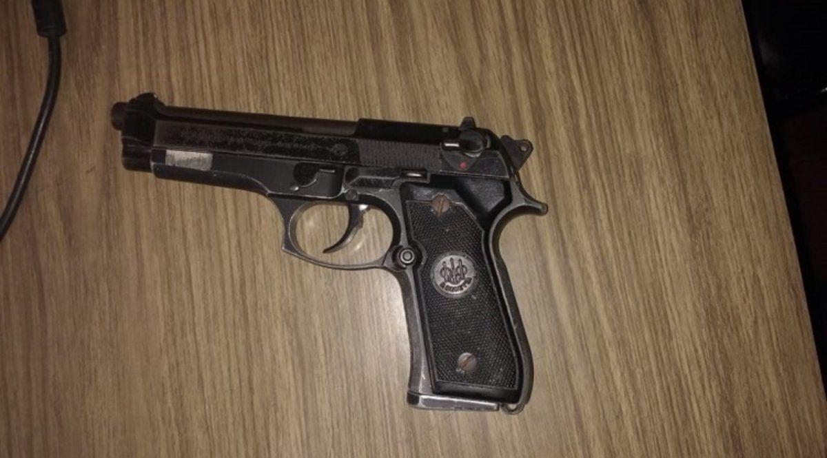 Usó el arma de fuego con la que fue asaltado para recuperar sus pertenencias