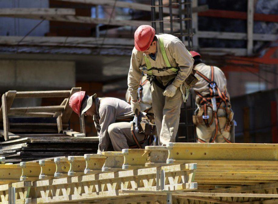 La construcción se desplomó 9,5 % y la industria 2,3 %