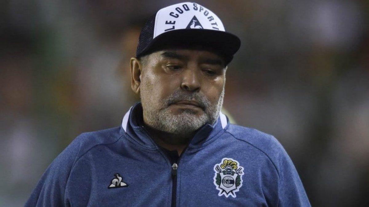 Maradona fue crítico con Ameal y Riquelme.