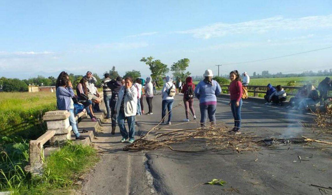 Trabajadores rurales protestan con un corte en la ruta 38
