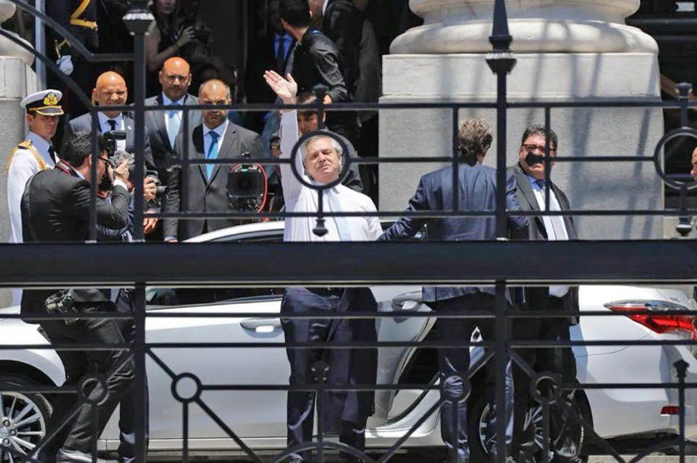 Alberto Fernández entró a Casa Rosada con Fabiola y su hijo