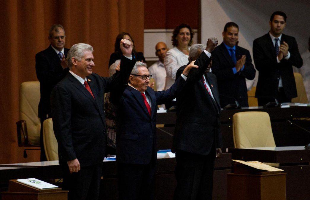 Miguel Díaz-Canel y Raúl Castro y el presidente de Asamblea Nacional