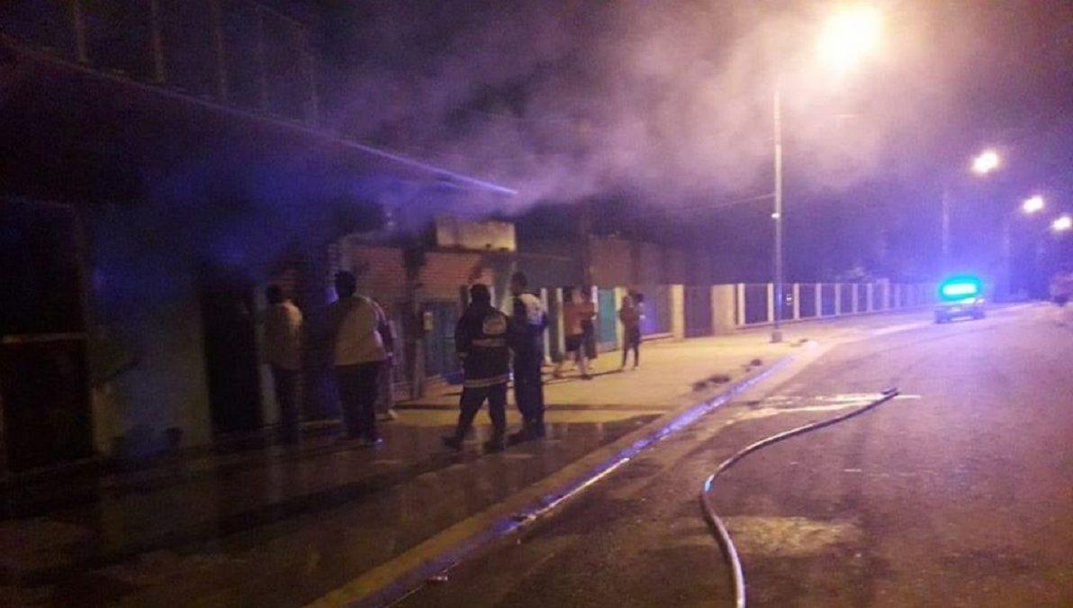 Se incendió un mini mercado en La Cocha