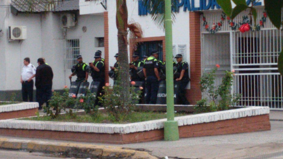 Protesta de vigías en la municipalidad y en la plaza de Alderetes
