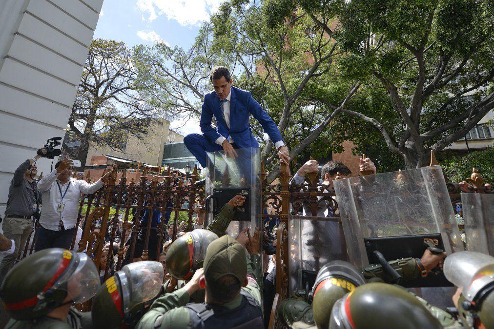Venezuela: Juan Guaidó tiene el rol de crear situaciones conflictivas