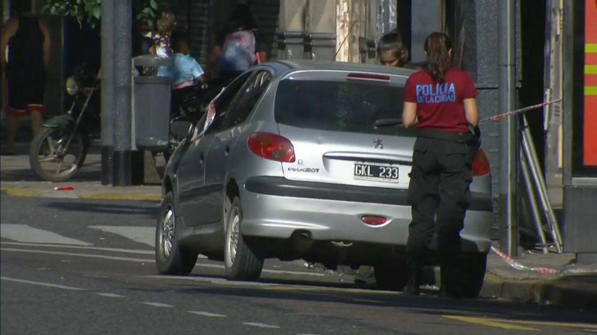 Chocó dos autos, atropelló y mató a un peatón y escapó en un taxi